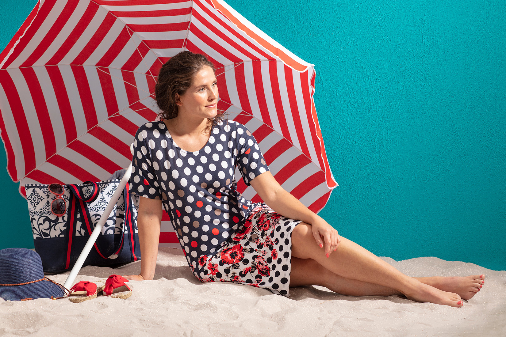 Pastunette Beach 'fashion & flowers' light red, blue & white ladies short sleeve beach dress with a summery flowers pattern & trendy circles and pretty back betail