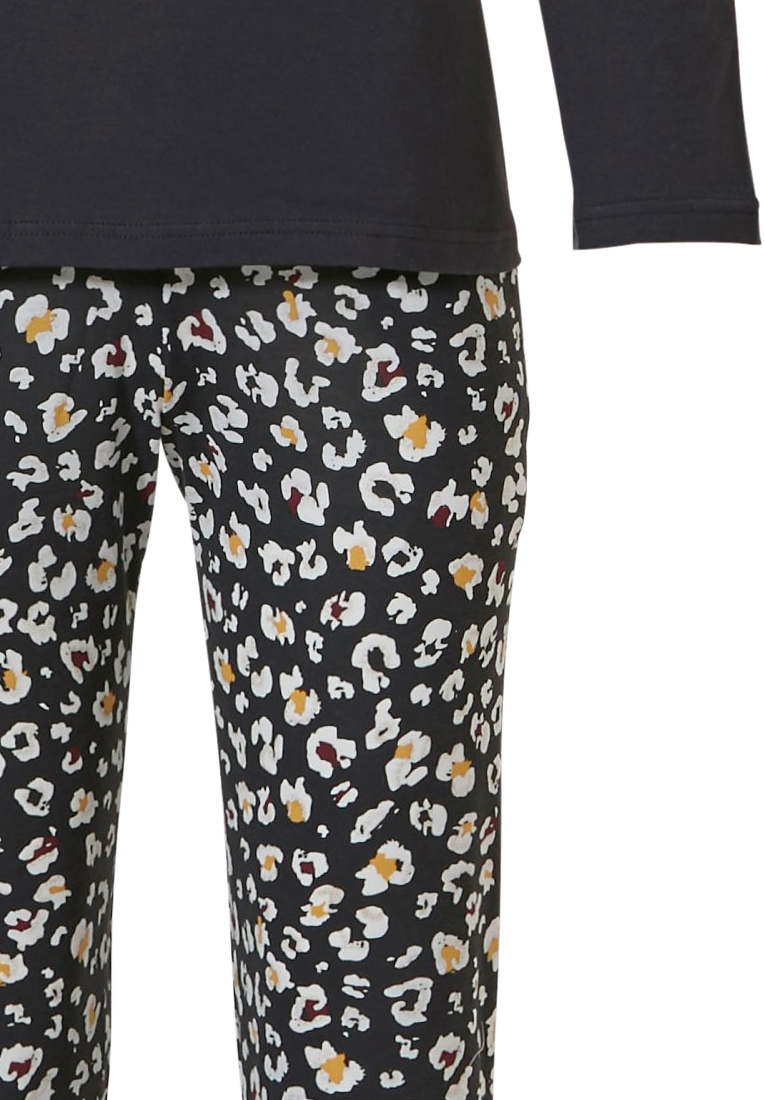 Pastunette Pastunette 'hidden flowers' dark grey long sleeve cotton-modal pyjama with 5 buttons, the set is completed nicely with long dark grey 'hidden flowers' patterned pants with striped ribbed cuffs
