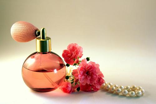 Maak je eigen rozenparfum in 5 stappen