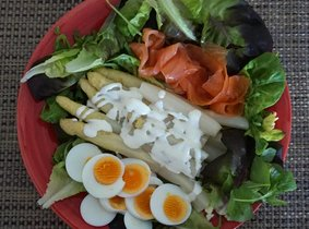 Salade van asperges met zalm