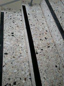 Terrazzo Treppenhaus renovieren Stein-Doktor Betontreppe abschleifen und spachteln