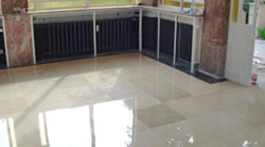 Marmor professionell reinigen, sanieren und pflegen vom Stein-Doktor