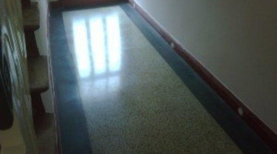 Terrazzoboden schleifen, Terrazzo reinigen,  und Terrazzoböden versiegeln Stein-Doktor