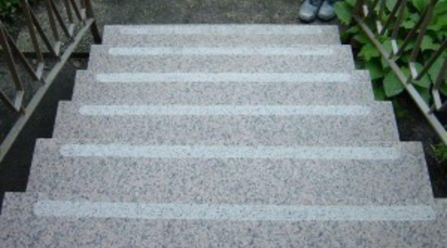Rutschsicherheit auf Stufen -  Rutschsicherheit auf Naturstein vom Stein-.Doktor
