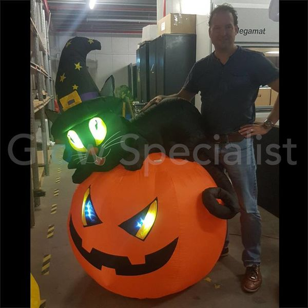 INFLATABLE PUMPKIN WITH HELLCAT - 150 CM