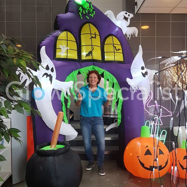 OPBLAASBARE HALLOWEEN DECORATIE HAUNTED HOUSE PORTAAL - 270CM