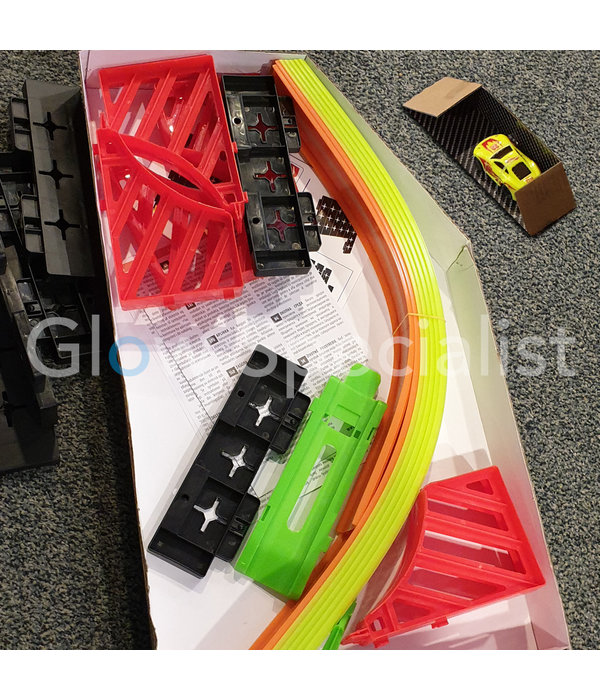 GLOW IN THE DARK RACE TRACK - WITH LUMINOUS CAR - 21 PIECES