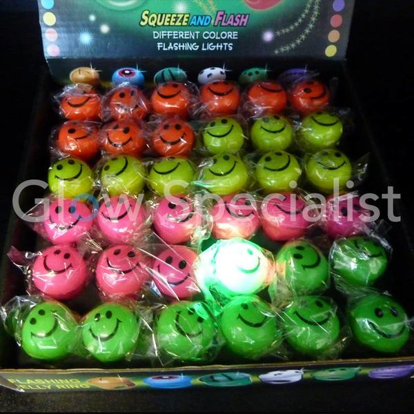 LED SMILEY RINGEN DISPLAY DOOS- 36 STUKS