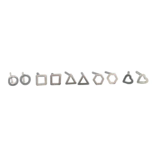 Het is één van de trends van dit moment: minimalistische oorbellen. en dan het liefst meerdere oorbellen in ...