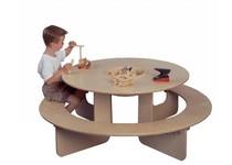 Runder Spieltisch aus Holz