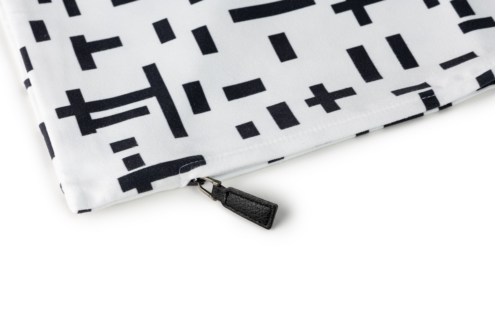 Want to buy a white cushion cover? | Kröller-Müller Museum online store