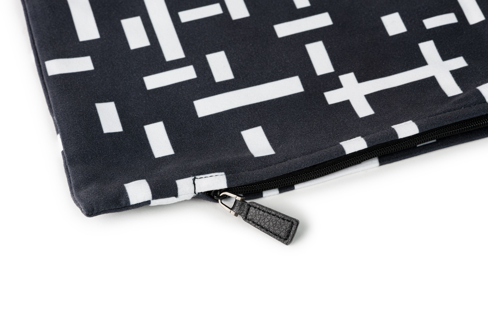 Want to buy a black cushion cover? | Kröller-Müller Museum online store