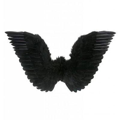 Zwarte vleugels voor zwarte engelen voor Halloween