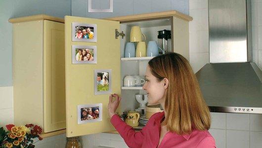 Fotolijstjeoveral in het keukenkastje