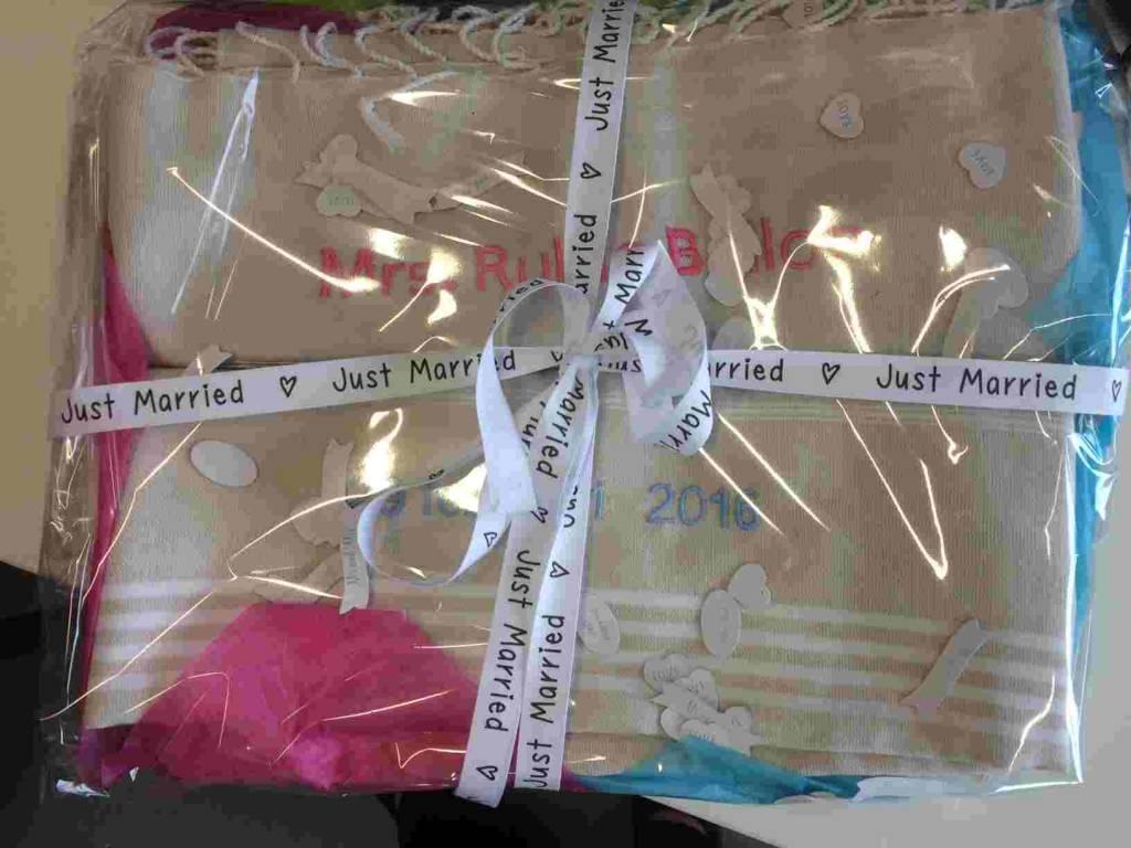 Just Married Handdoek.Geef Een Echt Origineel Cadeau Met De Borduurservice Van