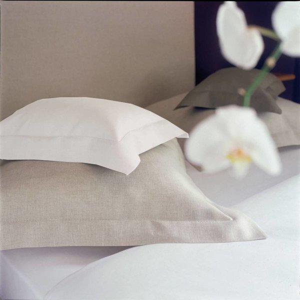 - Cythère white
