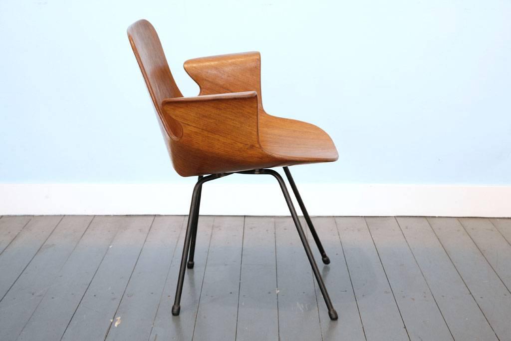 Medea armchair by Vittorio Nobili