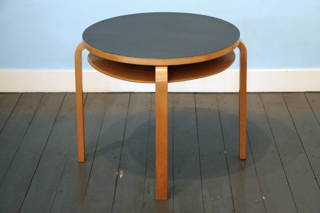 Two-Tier Table van Alvar Aalto