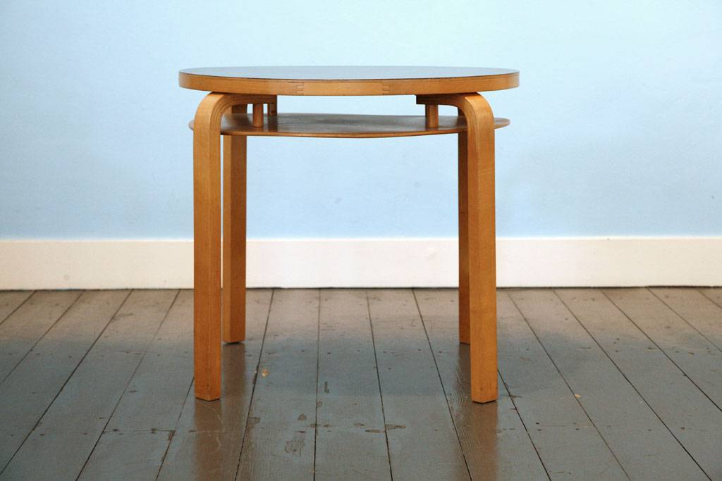 Two-Tier Table van Alvar Aalto