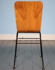 Toby stapelstoel door Neil Morris
