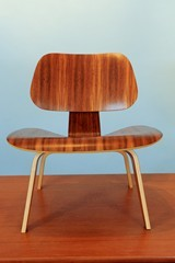 Eames Palisander lounge stoel LCW