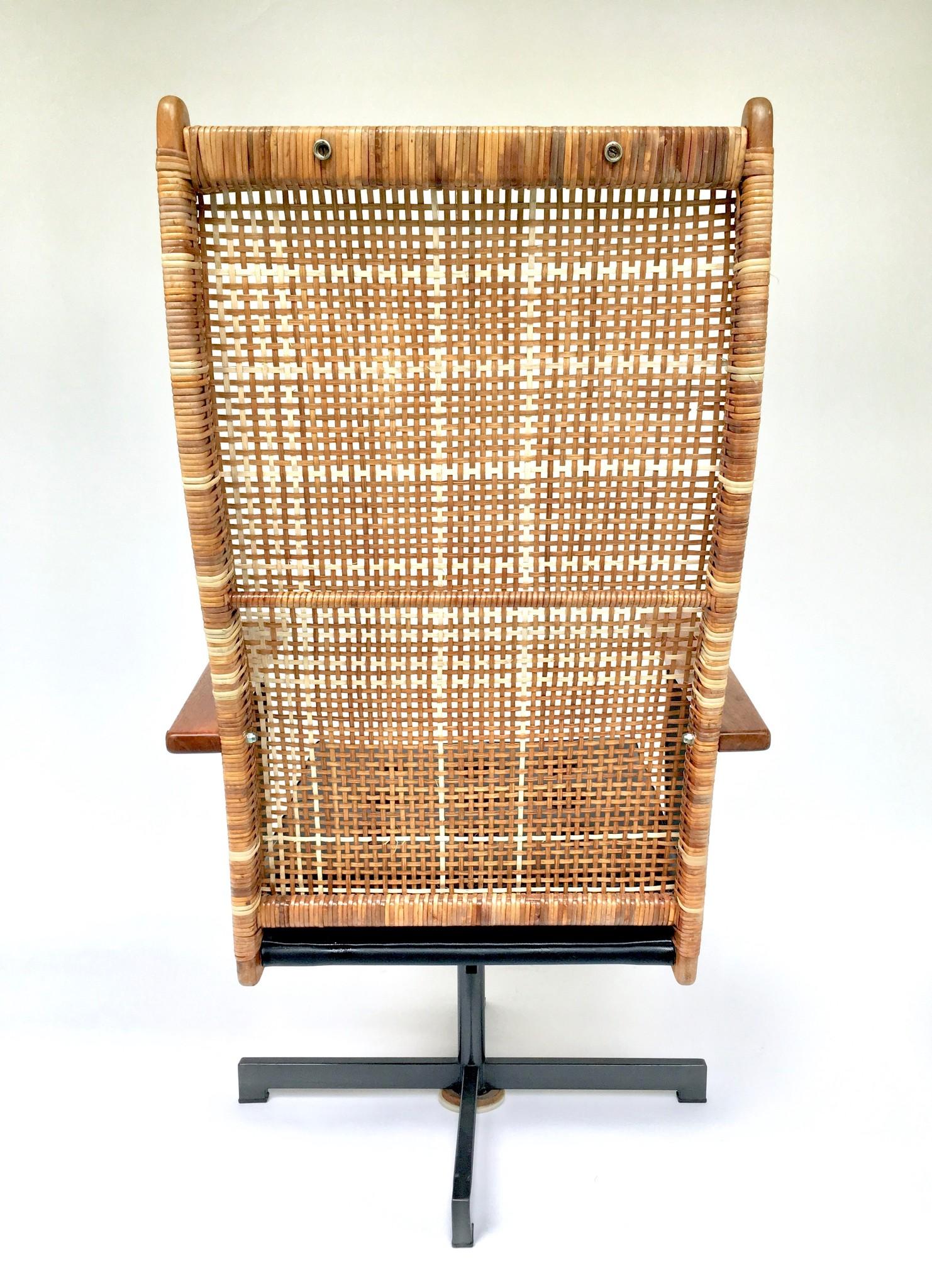 P.J. Muntendam swivel armchair