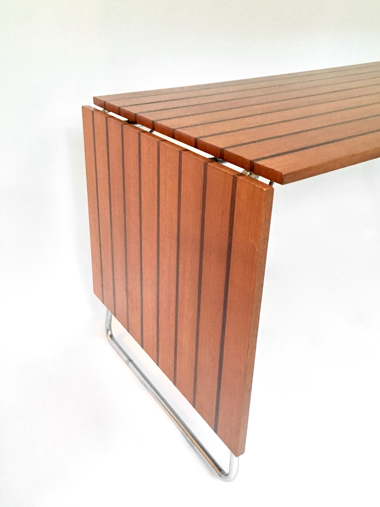 Kjell Richardsen tafel en twee stoelen