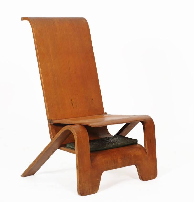 Pieck Praying Chair