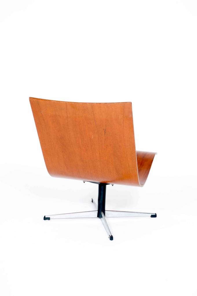 Vintage Plywood Chair on swivel base by Lennart Bender