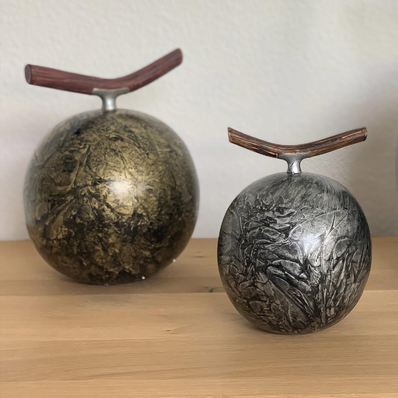 Fruitful urn metallic medium - polyresin