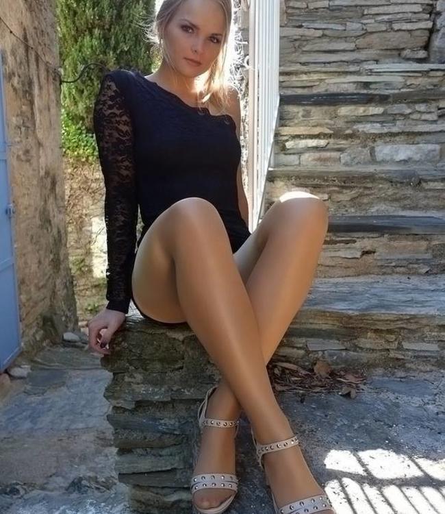 Pretty Polly Nylons Gloss 10 panty Huidkleur