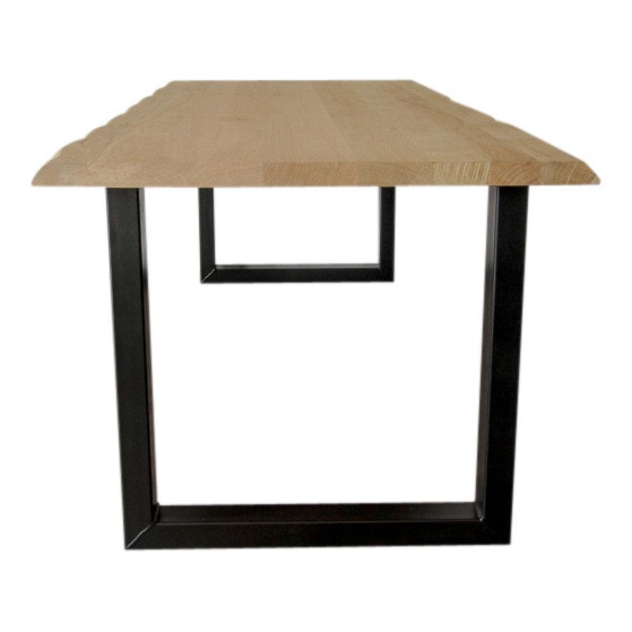 Industriële tafel voorzien van standaard U tafelpoten en eiken tafelblad