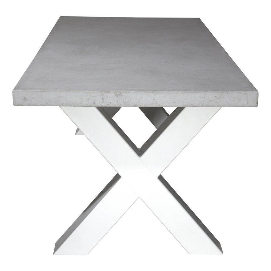 Betonnen tafel met zware witte kruispoten