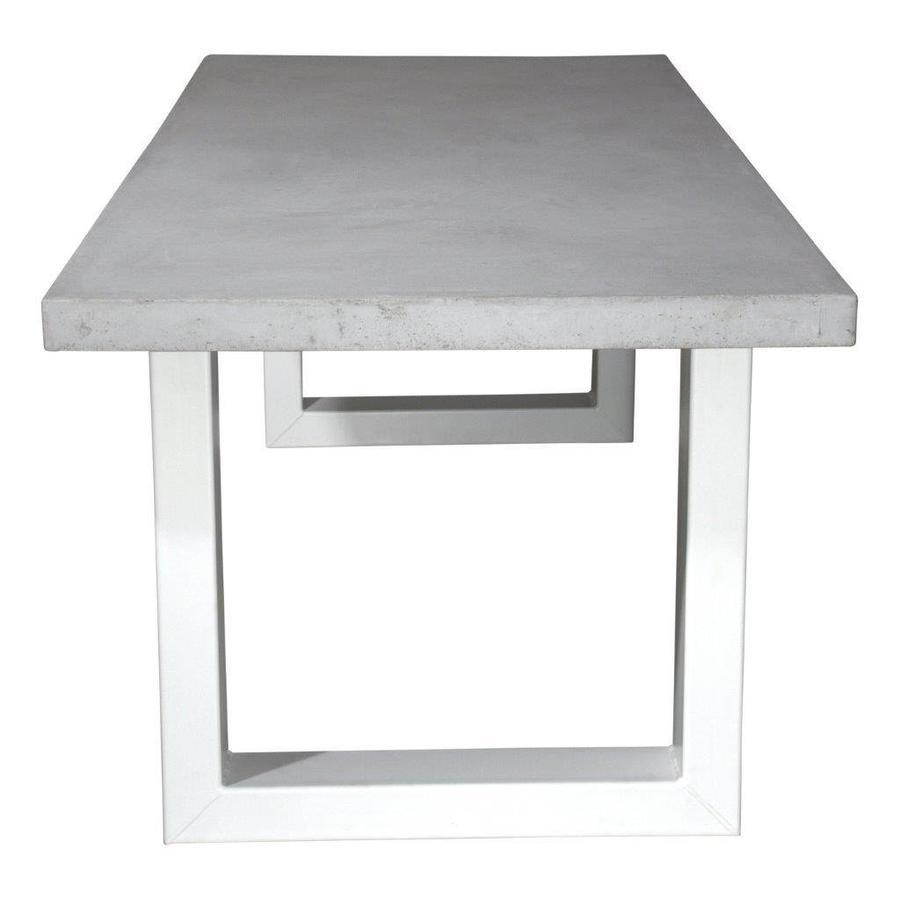 Betonnen tafel met zware witte U poten