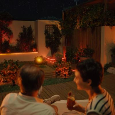 La convivialité au jardin ? Faites confiance à l'éclairage Philips Hue !