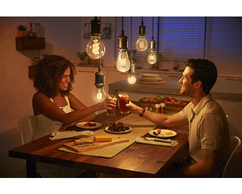 Philips HUE Filament lamp 1xST64/E27 7W 550lm 2100K