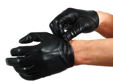 Kappen, Handschuhe & Krawatten