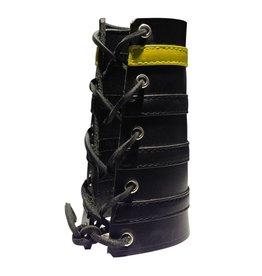 RoB Leather Lace Up Gauntlet mit 3 schwarzen und 1 gelben Streifen