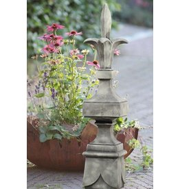 Ornamental column with lily