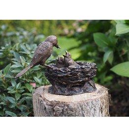Eliassen Stehendes Vogelnestbraun des Bildes Bronze