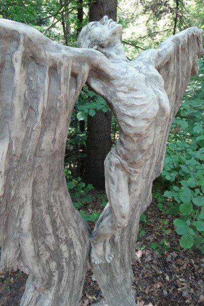 Stenen beeld man Ikarus