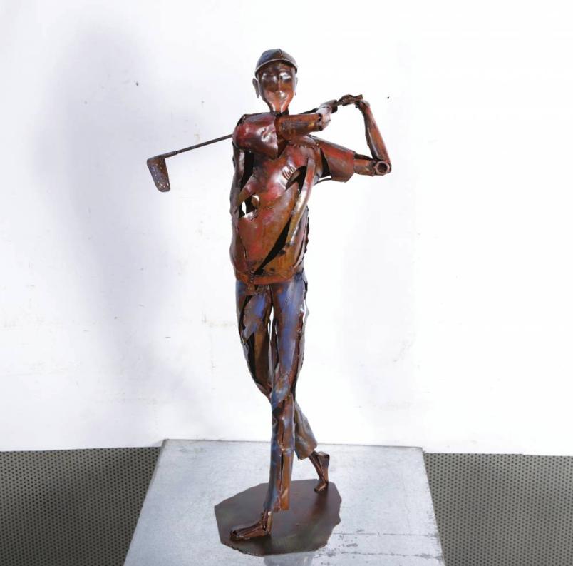 Metalen beeld golfer