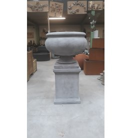 Eliassen Garden vase on base Nice big