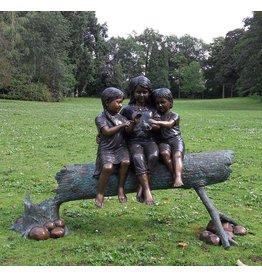 Eliassen Bild Bronze 3 Mädchen auf einem Stamm