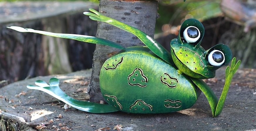 Metal lying frog with tealight holder 39 cm
