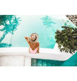 Ter Halle Glasschilderij 80 x 120 cm  vrouw aan zwembad