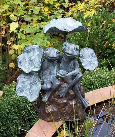 Eliassen Sprühfigur Bronze 2 Frösche zwischen den Blättern