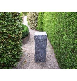 Eliassen Grundstein ist 30x30x85cm hoch geschnitten