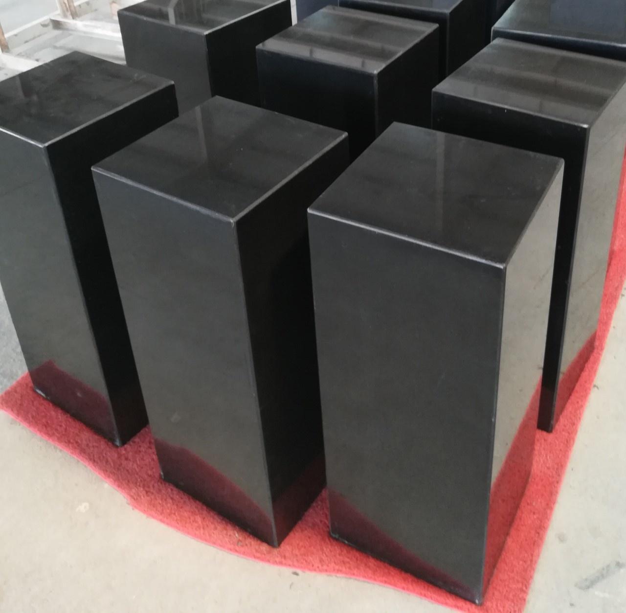 Eliassen Sokkel  zwart graniet gepolijst 30x30x90cm hoog