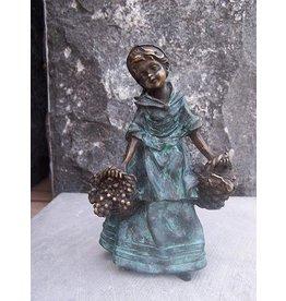 Eliassen Beeld brons vrouwtje met oogstmanden